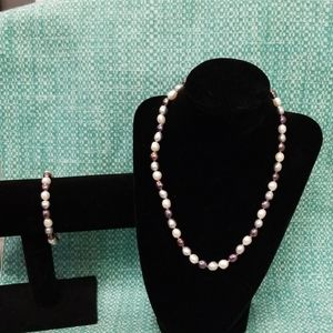 Honora Pearl's necklace and bracelet